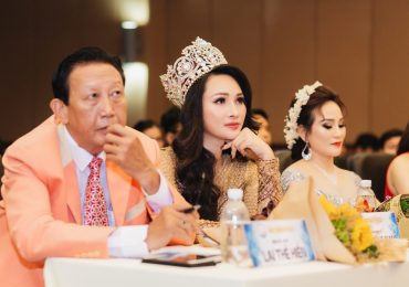 Hoa hậu Vicky Đinh diện đầm bó sát, tự tin trên 'ghế nóng'