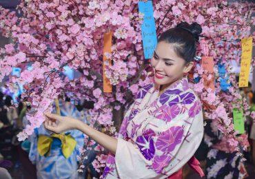 Á hậu Kim Nguyên diện Yukata, đi guốc gỗ đến lễ hội Nhật Bản