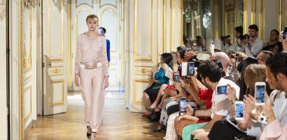 NTK gốc Việt khiến cả Thế giới trầm trồ tại 'Paris Fashion Week'