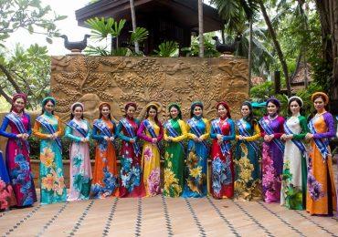 Hoa hậu Janny Thủy Trần cho thí sinh giới thiệu áo dài Việt Nam tại Pattaya