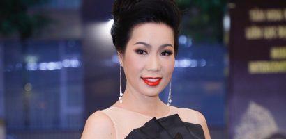 Trịnh Kim Chi diện váy đen huyền bí cuốn hút tại sự kiện