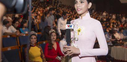 Trương Thị May được chúc mừng sinh nhật ngay trên sân khấu