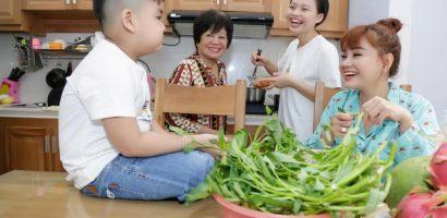 Lê Lộc hạnh phúc khi cùng mẹ làm việc nhà, chăm sóc các em