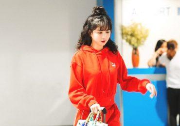 Ngọc Trinh tươi tắn, tạo dáng nhí nhảnh tại sân bay Hàn Quốc