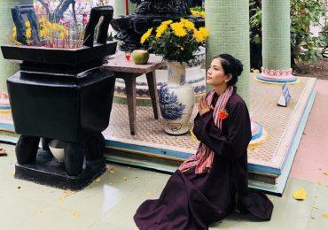 Trương Thị May cầu nguyện cho gia đình bình an nhân mùa Vu lan báo hiếu