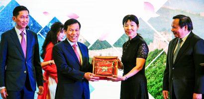 Lãnh đạo Du lịch tỉnh Khánh Hòa nói gì trước sự đổ bộ ồ ạt của du khách Trung Quốc?