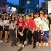 Hàng trăm khán giả trẻ ở Huế đội mưa xem sao Việt trình diễn