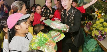 Nguyên Vũ dành trọn niềm vui cho trẻ em nghèo trong dịp Trung Thu