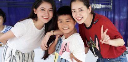 Chi Pu và Á hậu Thuỳ Dung đi trao quà cho trẻ em khuyết tật tại Tây Ninh