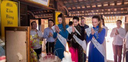 Đương kim Hoa hậu Áo mặc áo dài, đi từ thiện tại Quảng Bình