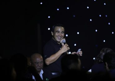 MC Quyền Linh rớt nước mắt tại đêm Gala 'Tiếp sức hồi sinh'