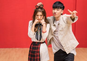 Han Sara 'thả thính' trai đẹp, 'quậy hết cỡ' trong MV mới