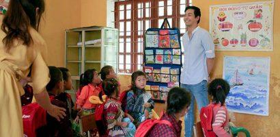MC Phan Anh cùng vợ vượt hơn 300 km mang trung thu đến trẻ em vùng cao