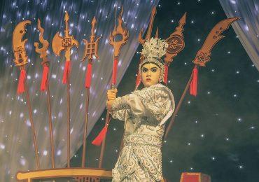 Hotboy Quang Anh biến hoá thành hình tượng nghệ sĩ cải lương tuồng cổ