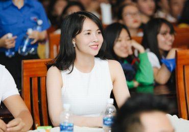 Diễn viên Lucy Như Thảo gây thiện cảm với sinh viên