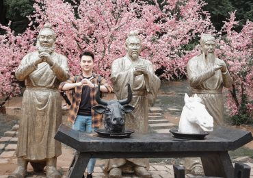Nam Cường sang Trung Quốc du lịch kết hợp thực hiện MV