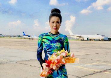 Trịnh Kim Chi diện áo dài, búi tóc thanh lịch trong sự kiện