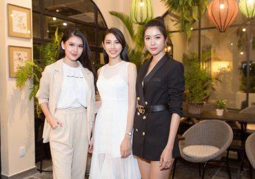 Thùy Tiên học hỏi đàn chị trước ngày dự thi Miss International 2018