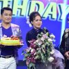 Việt Hương bất ngờ được tổ chức sinh nhật tại phim trường