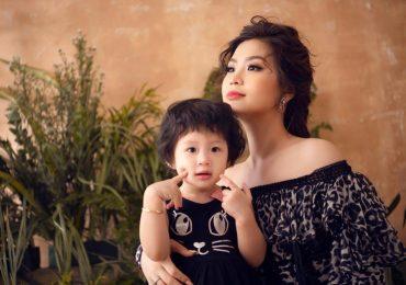 Á hậu Diễm Trang hóa hình tượng nữ thần cùng con gái