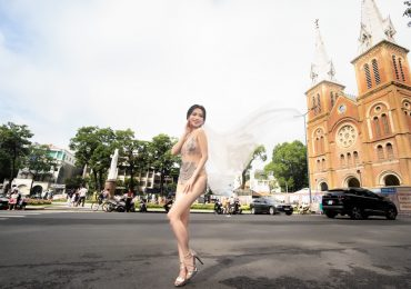 Sau tin đồn lấy chồng, Sĩ Thanh tung bộ ảnh cưới sexy chụp gần Nhà Thờ Đức Bà và Bưu Điện TP