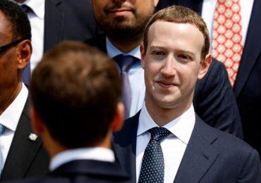 Cổ đông Facebook lại đề nghị Mark Zuckerberg từ chức