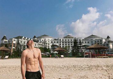 Đặng Văn Lâm khoe cơ bụng trong kỳ nghỉ ngắn trước khi lên tuyển