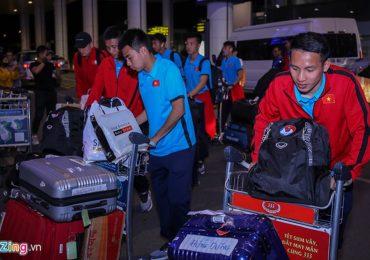 Tuyển Việt Nam mắc kẹt ở sân bay hơn một tiếng vì sự cố