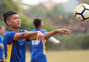 U19 Việt Nam phải tập bóng ném vì mặt sân tại Indonesia quá xấu