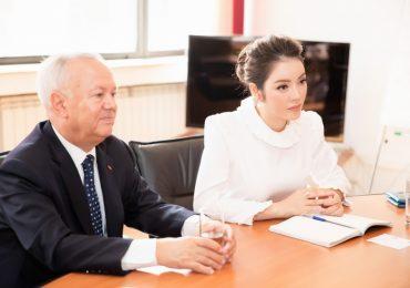 Lý Nhã Kỳ làm việc với thứ trưởng bộ Du lịch Romania
