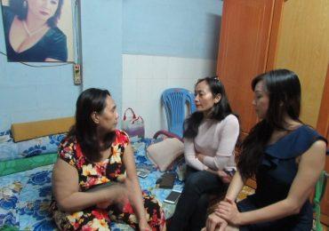 NSƯT Hạnh Thúy cùng ca sĩ Cao Khả My thăm hỏi các nghệ sĩ neo đơn tại Tp.HCM