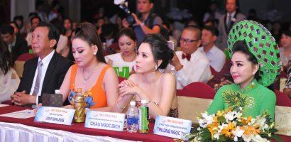 Hoa hậu Châu Ngọc Bích diện váy cắt xẻ táo bạo rạng rỡ làm giám khảo