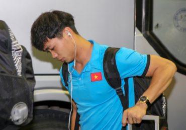 Công Phượng mệt mỏi, Đức Chinh trổ tài chụp ảnh ở sân bay
