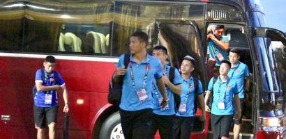 AFF Cup 2018: Tuyển Việt Nam bị tắc đường khi đến sân ở Vientiane