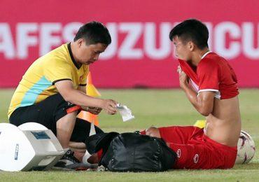 AFF Cup 2018: Bùi Tiến Dũng bị đau, nguy cơ vắng mặt trận gặp Lào