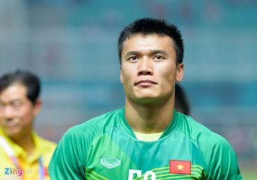 Thủ môn Bùi Tiến Dũng chấn thương cổ chân trước AFF Cup 2018