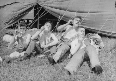 Những chuyến cắm trại, dã ngoại thập niên 1930 có gì khác ngày nay?