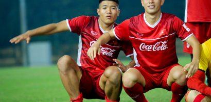 AFF Cup 2018: Đình Trọng hất Đức Chinh ngã ngửa khi chụp ảnh chung
