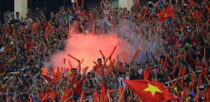 Tuyển Việt Nam có nguy cơ đá sân trung lập vì CĐV đốt pháo sáng
