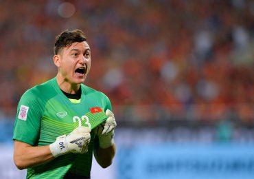 AFF Cup 2018: Đặng Văn Lâm gọi các cầu thủ dự bị ra ăn mừng với người hâm mộ