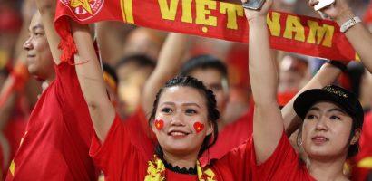 AFF Cup 2018: Các CĐV nữ phấn khích ăn mừng chiến thắng của tuyển Việt Nam