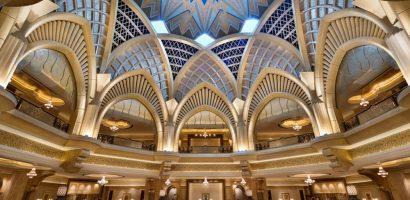 Khách sạn xa xỉ nhất thế giới chi 130.000 USD/năm dát vàng lại trần