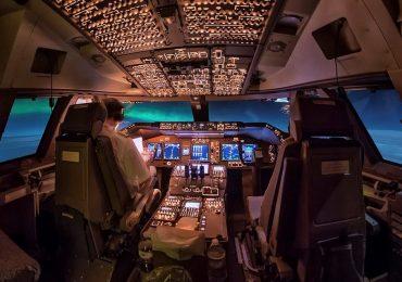 Sao băng, dải ngân hà kỳ ảo nhìn từ buồng lái máy bay phản lực