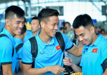 AFF Cup 2018: Văn Toàn không đi Philippines, Đức Huy được fan tặng bánh gấu
