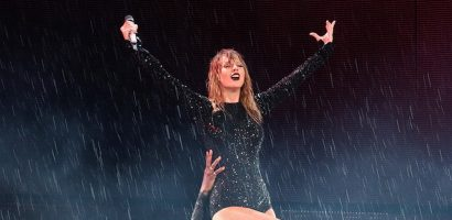 Taylor Swift biểu diễn bất chấp trời mưa lớn