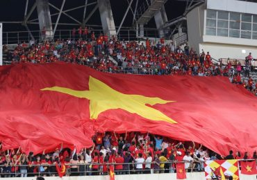 AFF Cup 2018: CĐV Việt Nam biến sân Lào thành 'chảo lửa Mỹ Đình'