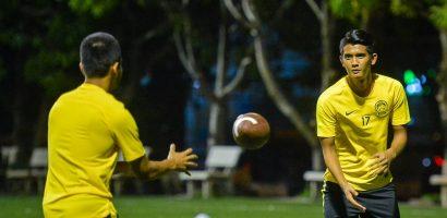 Đội tuyển Malaysia chơi bóng bầu dục trước khi đối đầu Việt Nam