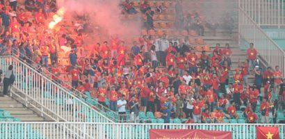 CĐV quá khích làm xấu mặt bóng đá Việt Nam trước thềm AFF Cup 2018