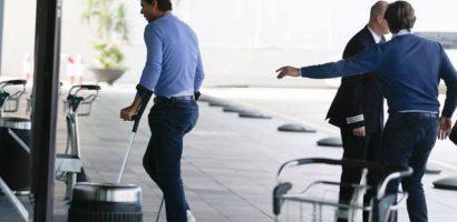 Nadal chống nạng rời bệnh viện sau cuộc phẫu thuật mắt cá chân