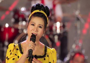Ca sỹ Dương Hồng Loan bật khóc trong liveshow 'Cảm ơn cuộc đời'